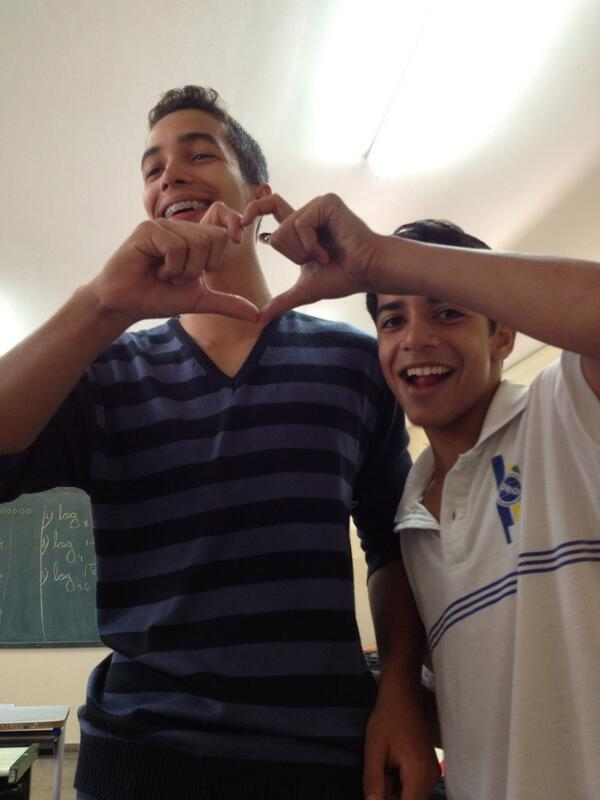 Coraçãozinho p miiiiim!! Hahah lindos 😘😊💕 #murilin @Mateus_rst http://t.co/r7Eg1x1oJ0