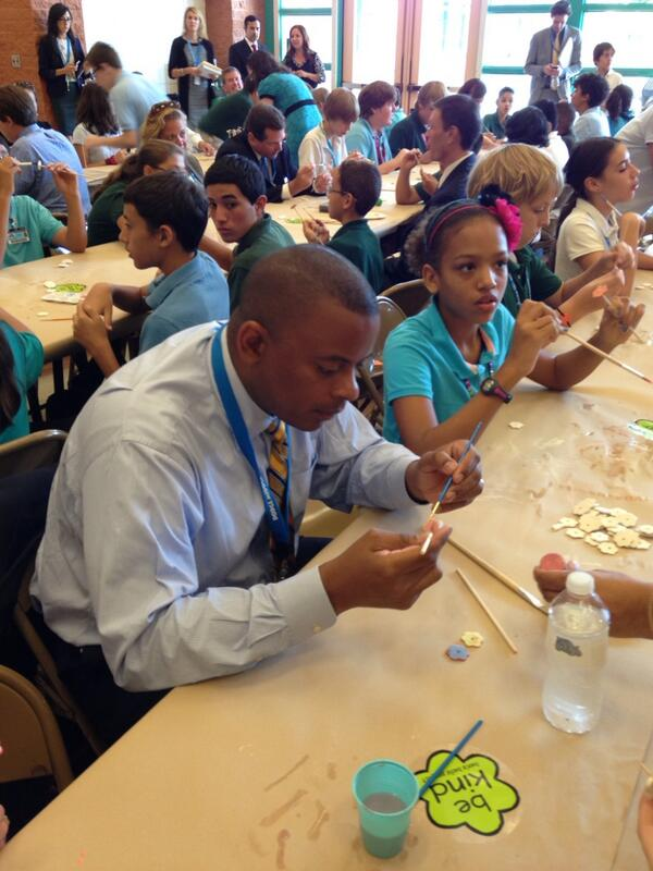 @SecretaryFoxx paints #bensbells in #tucson for #edtour13 http://twitter.com/HannahSGS/status/377830721978908672/photo/1