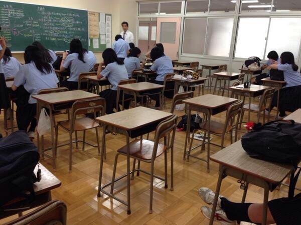 <とある女子校での風景>EXILEのLIVEがあるからか34人中15人早退