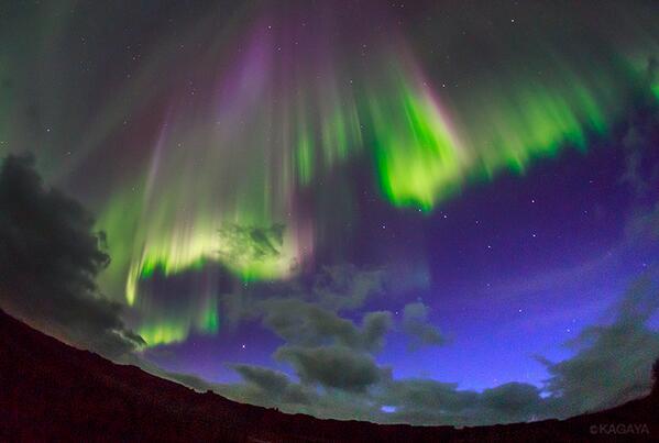 カーテン状オーロラと北斗七星。オーロラは太陽の息吹と地球磁場とが奏でる壮大なハーモニー。この光景に出会えたことを、空と大地に感謝。