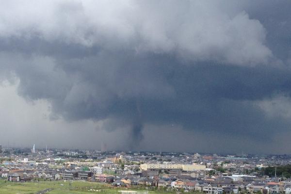 埼玉県で竜巻が発生中