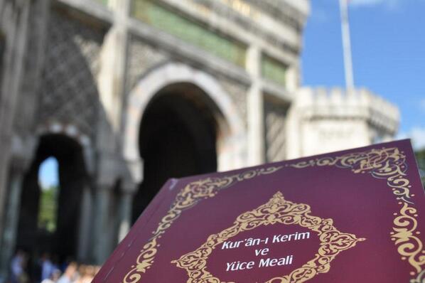 Agd Bu Yıl da Üniversitelilere Kuran Hediye Ediyor