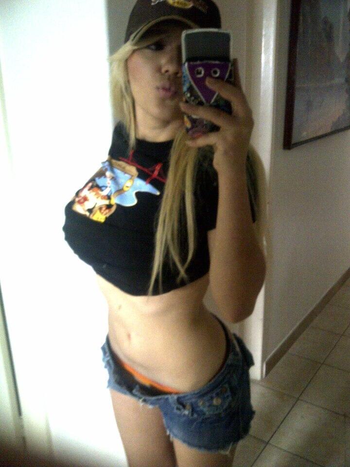 "Alejandra ivanova on Twitter: ""un besote mis amores!! ♥♥ feliz inicio de mes ♥ http://t.co/xAuRgA52U8"""