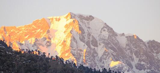 @spilling_beans @TheWrldWanderer @heuveltop A1 Fav natural wonder? #travelindia sunrise on Himalayas. See this pic http://twitter.com/4Luxury_Travel/status/374605700426514432/photo/1