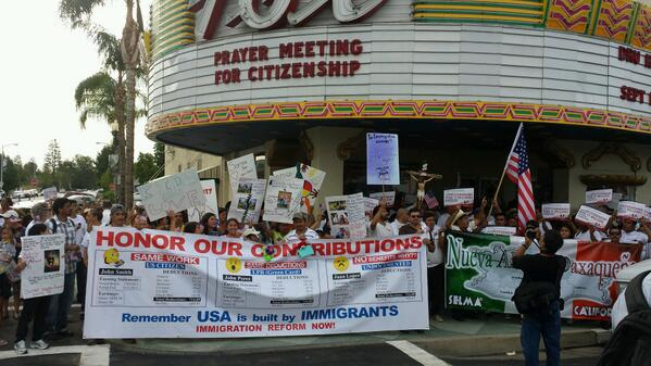 @GOPWHIP @Alvin4Community Fox theater Bakersfield packed to capacity1,200 inside 600 outside! #CitizenshipPilgrimage http://twitter.com/JePahl_White/status/374692003549679616/photo/1
