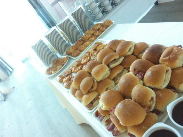 Conf breakfast, Geordie style (yes that is a bacon buttie) #praxisandpoetics #dppi13 #rtd13 http://twitter.com/vickytnz/status/375156540409257984/photo/1