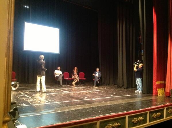 """@PotenzaSmart: #pzsmart """"La cittadinanza digitale"""" è il tema trattato da De Kerckhove al Teatro Stabile http://twitter.com/ComuneDiPotenza/status/375265045368012800/photo/1"""