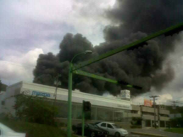 vía @miriamz25: fuerte incendio, parece ser por detras de castillito. #SanDiego http://twitter.com/Miriamz25/status/375269064534269952/photo/1