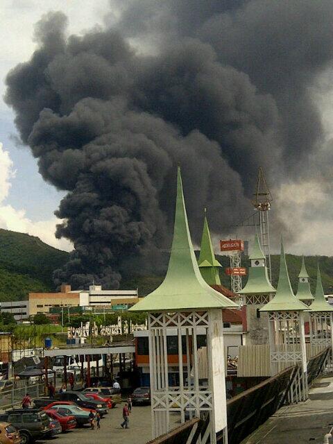 RT @SarieliB: Incendio en la Zona Industrial Castillito San Diego http://twitter.com/sandiegovial/status/375271257752612864/photo/1