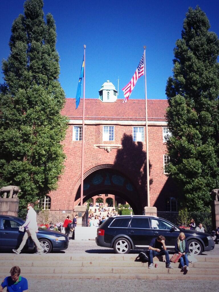 Amerikanska flaggan hissad bredvid den svenska på KTH inför presidentbesöket pic.twitter.com/T11GOfDZqR