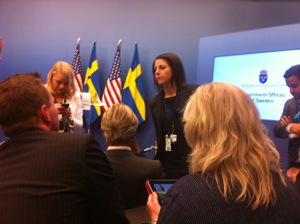 Statsministerns presschef Roberta Alenius berättar hur frågestunden ska gå till. pic.twitter.com/UqEAyT3BFM