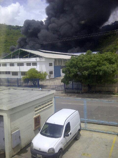 Impresionante la explosion en Terrazas de Castillito en San Diego Carabobo. Se requiere atencion bomberos y efectivo. http://twitter.com/ruben0705/status/375277819309223936/photo/1