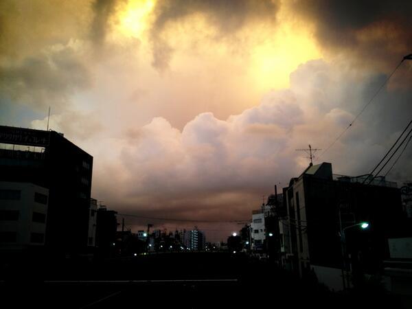 空がおぞましい(._.)