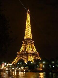 Just Touched Down In Paris!!! #parisflow #holdat http://t.co/RzZQ2KLgWm
