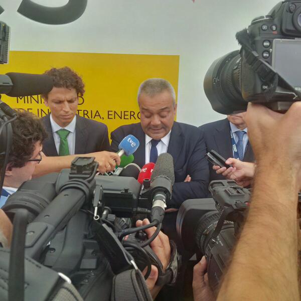 """El secretario de Estado, alineado con su ministro en lo de """"En España ya hay 4G, los 800 MHz ya vendrán"""". #telco27 http://twitter.com/CanalPDA/status/375565672459550720/photo/1"""