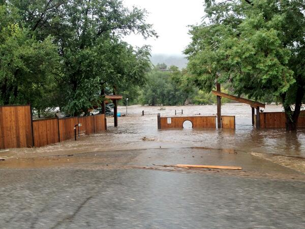 Lyons has been absolutely devastated by this flood, but no reported injuries, thankfully! http://twitter.com/TrevorHughes/status/378289657206677504/photo/1