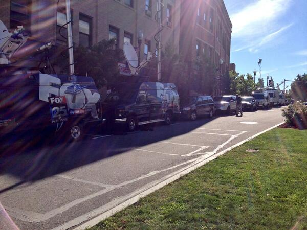 TV trucks line Borden Street in #fallriver in advance of today's Aaron #hernandez arraignment. http://twitter.com/Will_Richmond/status/375973198543986688/photo/1