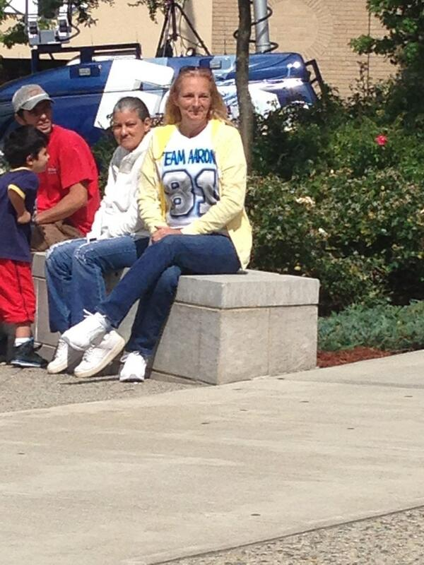 "Just noticed this woman wearing a ""Team Hernandez"" shirt outside #FallRiver courthouse. #hernandez http://twitter.com/Will_Richmond/status/376046563292086272/photo/1"
