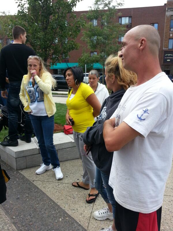 #Hernandez supporters gathered outside http://twitter.com/MelissaToupin/status/376050375960166400/photo/1
