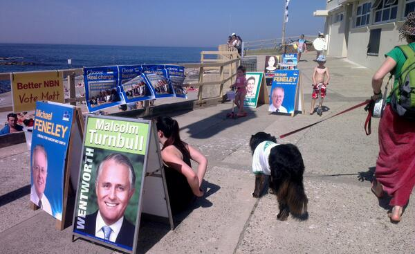 Polling booth with a view, sausages and sauce, a pool and a beach #Clovelly #Sydney #auspol #ausvotes #boothrev http://twitter.com/amesimmons/status/376184241412771840/photo/1