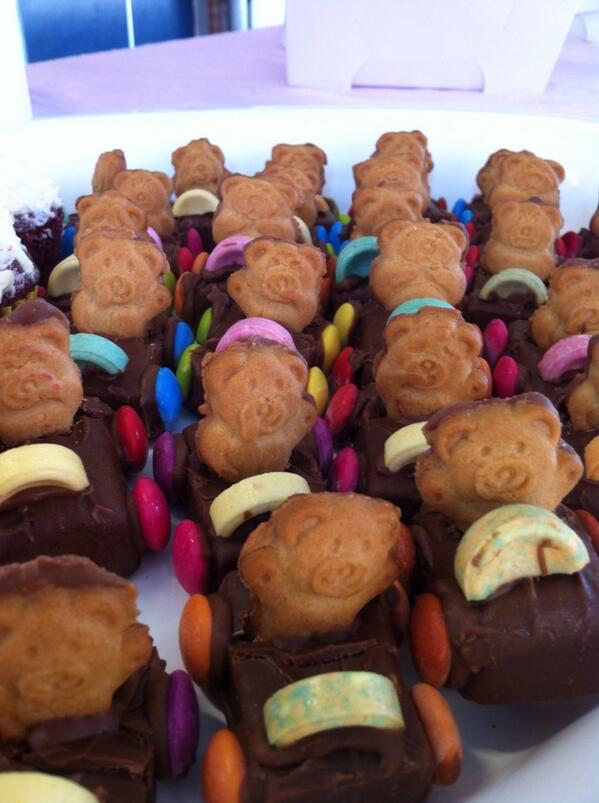 Teddy set vote! all revved up for #ErkoBerzerko #erkoschool #cakestall #auspol. #ausvotes http://twitter.com/hagsie/status/376222996400046080/photo/1