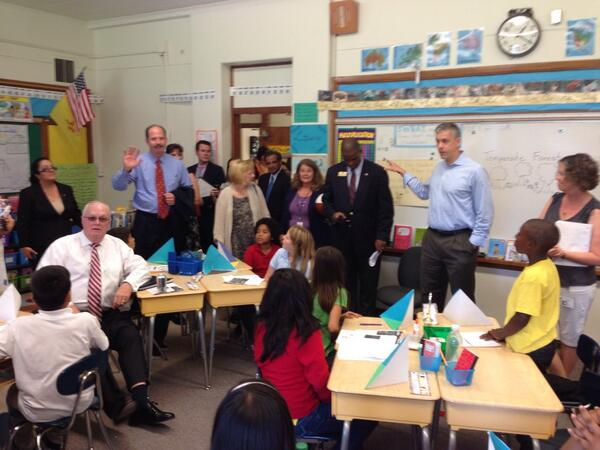 @ABQschools welcomes @arneduncan in a 5th grade classroom at Emerson Elementary. @usedgov #edtour13 http://twitter.com/apsescobedo/status/377150099316420608/photo/1