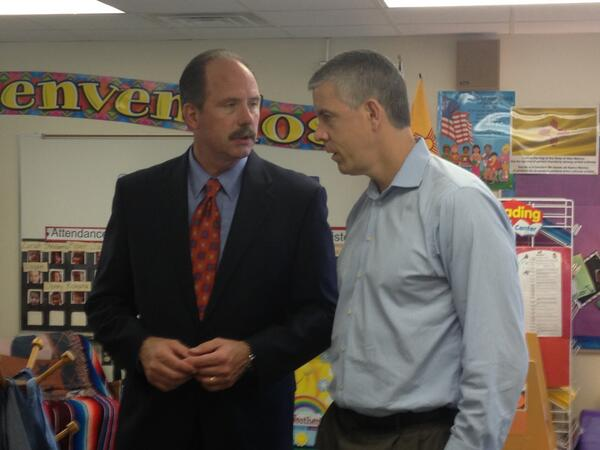 Today I got the opportunity to speak with Sec. of Education @arneduncan at Emerson Elementary for #edtour13. http://twitter.com/Mayor_Berry/status/377193774679461888/photo/1