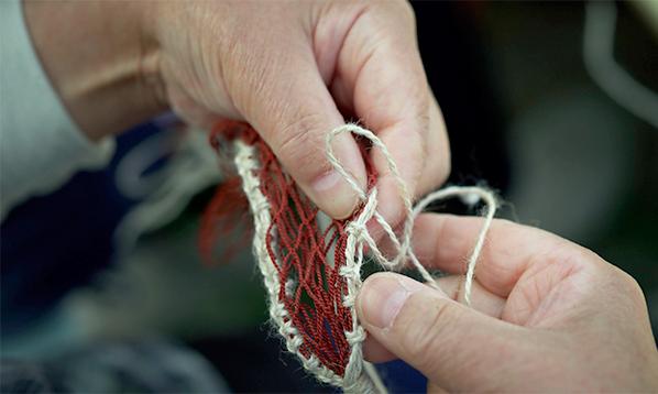 今朝のお話のもとネタになった、三陸の本当の漁網のミサンガは、コチラです。やよいさんじゃなくて、アキちゃんが編んだと思ってくださいませ。 http://t.co/L0r8wieICx   #あま絵 #あまちゃん http://t.co/DIYDe8hdOg
