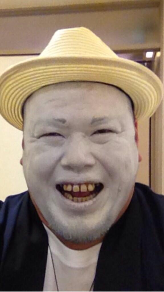 笑顔につられる野性爆弾