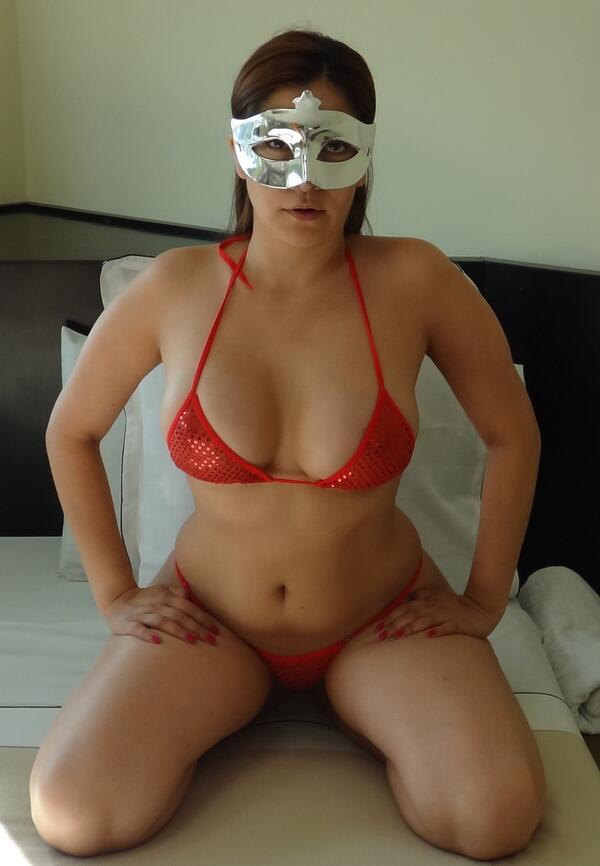 This milf loves to play