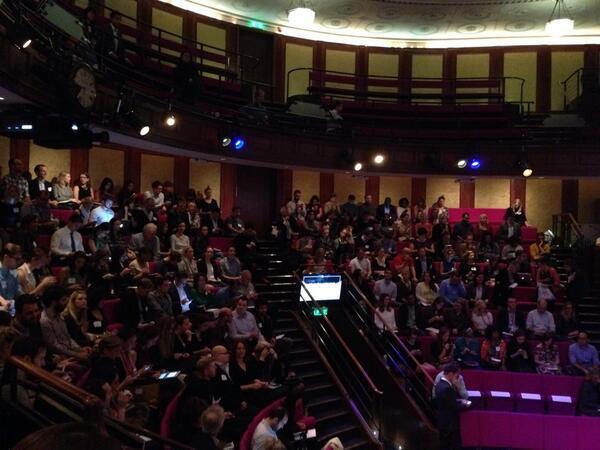 """@hattersleysmith: #SMWWHATSNEXT http://twitter.com/hattersleysmith/status/382045985930608640/photo/1"" Full house!👍🇬🇧"