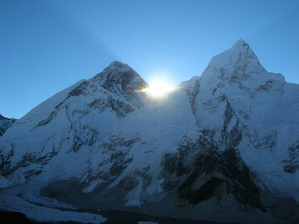 A3 Unforgettable was watching the sunrise over Mt. Everest from Kala Pathar, #Nepal ! #travelindia #omg http://twitter.com/Sihpromatum/status/382180069877116928/photo/1