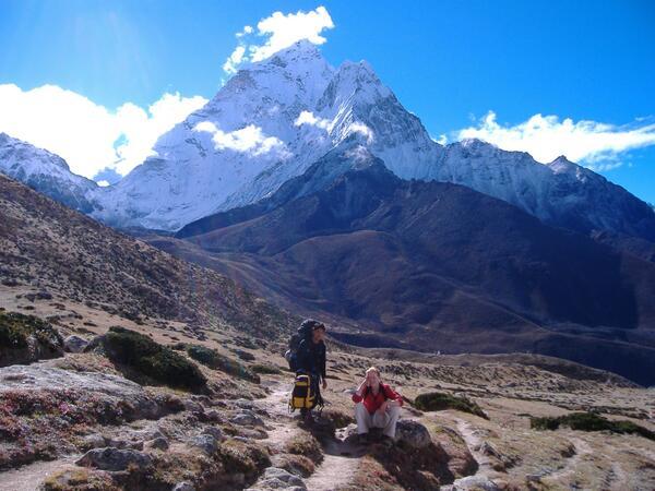 AA3 Himalayas just tower above!!! #travelindia #travelpics http://twitter.com/Sihpromatum/status/382180444290052097/photo/1