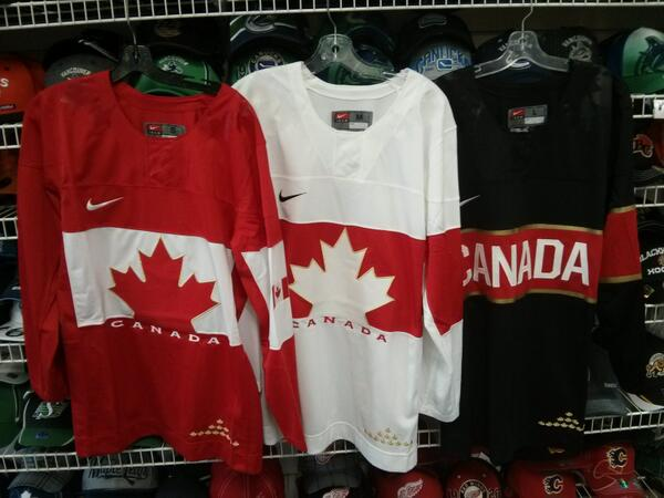 I really, REALLY, hope the black alternate Olympic Jersey has two arm bands... #OlympicHockey http://twitter.com/GrahamMosimann/status/382585424280969216/photo/1
