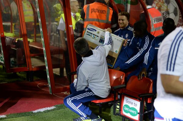 BU8zrmFCAAAYkkk Jose Mourinho gave Andre Schurrle a Samsung TV before Swindon 0   Chelsea 2 [Pictures]