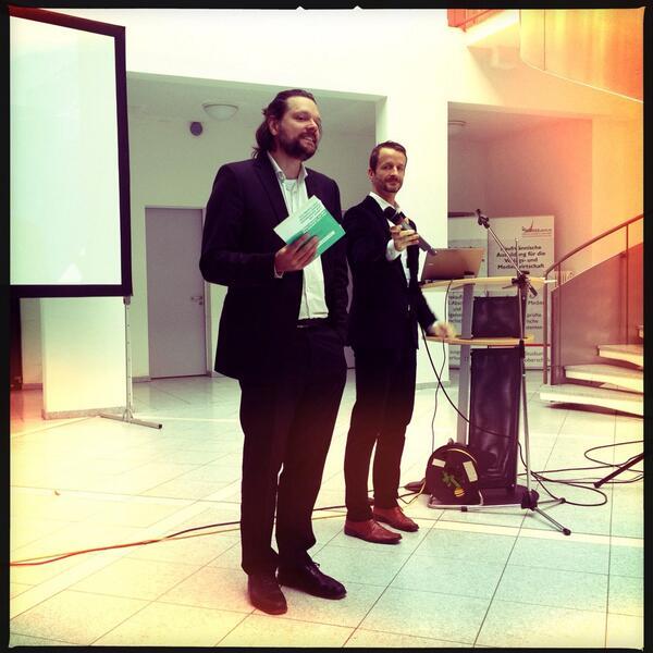 Smarte Jungs in Anzügen auf dem #pmcamp13ber http://twitter.com/petranovskaja/status/378784236322709504/photo/1