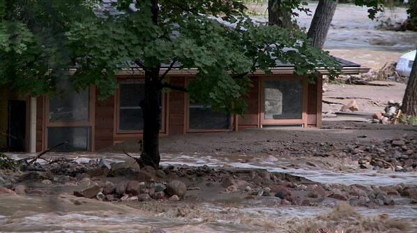 Mud, debris and water engulf this home between Boulder and Lyons #coflood - via @featurestory http://twitter.com/mobilemort/status/379276726175424513/photo/1