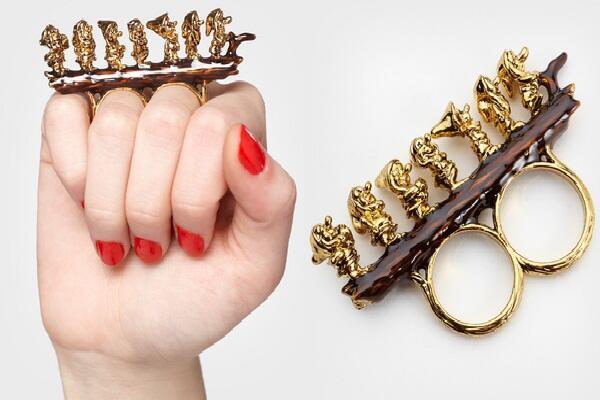 『7人のこびと』デザインの指輪💍(via http://pedrocasmind.blogspot.jp/2012/09/e-para-as-meninas-joias-inspiradas-nos.html…)