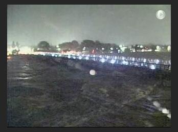 【2:50桂警察への確認済み情報】渡月橋(京都市西京区嵐山)は、桂川の増水により通行止め(渡れない)