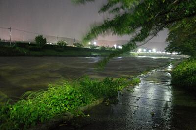 9月16日午前5時の高野川の様子。現在水位レベル2と京都土木事務所発表:レベル5 氾濫の発生レベル4 氾濫危険水位超過レベル3 避難判断水位超過レベル2 氾濫注意水位(警戒水位)超過レベル1 水防団待機水位超過#京都