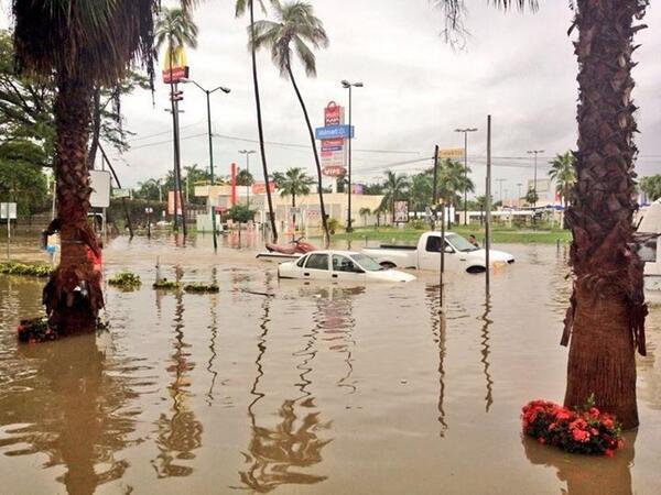 Zona Diamante de #Acapulco muestra graves afectaciones http://twitter.com/NTelevisa_com/status/379424654290481152/photo/1