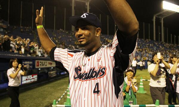 A shot of Wladimir Balentien after last night's game. http://twitter.com/tokyoreporter/status/379400377415651328/photo/1