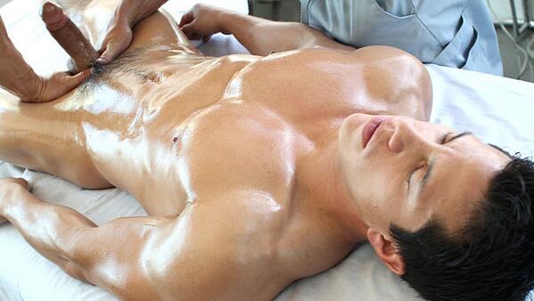 массажист любит голых девушек