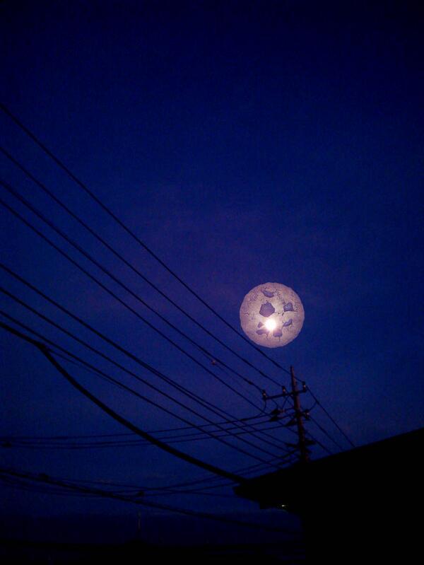 台風過ぎたし外に出てみたら月がすごく綺麗!素敵!!