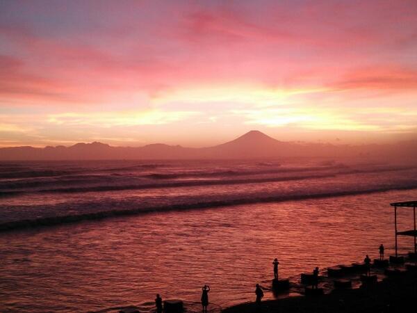 皆さんと同じ空を見ていました。江の島周辺はこれからきれいな季節です。