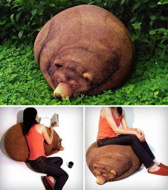 眠るクマのクッション(via http://www.etsy.com/listing/84706721/big-sleeping-grizzly-bear-bean-bag…)