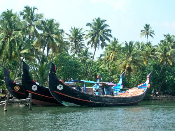 Nice click :) RT @Sihpromatum: A2 Kerala #backwaters #travelindia really enjoyed this experience in india http://twitter.com/Sihpromatum/status/379639689202114561/photo/1