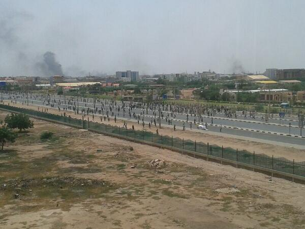 NISS continues to attack protesters with tear gas in Airport Street #SudanRevolts http://twitter.com/girifna/status/382803239256592384/photo/1