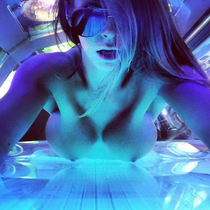 #Sunbed #Selfie be4 @Xilent 2night at @eprsf!!! #BlouseBunnies be bouncin! ;D http://t.co/8x2GnVeU6B