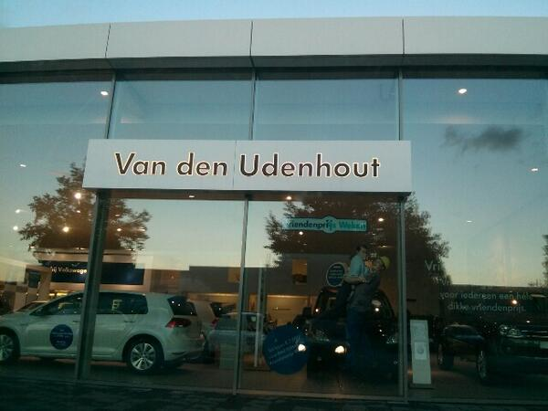 Ze gaan beginnen bij #smc0412 met #linkedin bij van den Udenhout VW & Audi. http://twitter.com/SMC0413/status/380393339012403200/photo/1